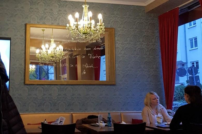 Kleines Café Schneider, Frankfurt, Das vierte Zimmer