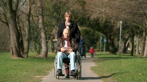 Paul Schaller mit seiner Frau Brigitte Schaller aus Köln. Er hat sich gegen ärztlichen Rat entschieden: Er will keine vierte Chemotherapie machen, sondern palliativ zu Hause versorgt werden.