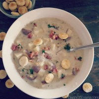 Who knew clam chowder could be SO easy? Without the heavy cream, this recipe has 70% less fat, too! This is a MUST try! | www.dashofevans.com