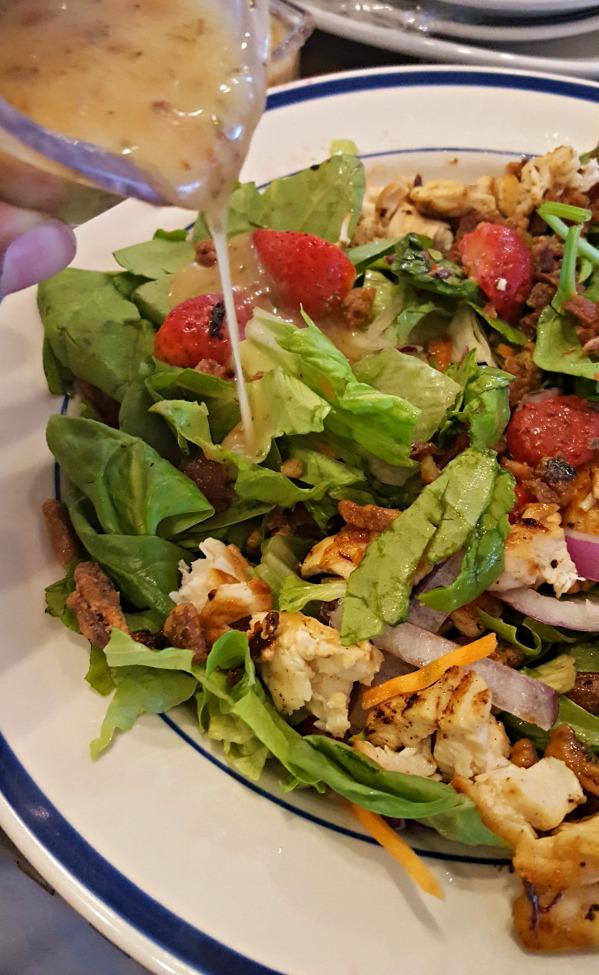 Bob Evans has a new summer menu showcasing BACON and Strawberries! YUM! via @DashOfEvans