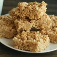 Pumpkin Spice Peanut Butter Crispy Treats...enough said! YUM! via @DashOfEvans