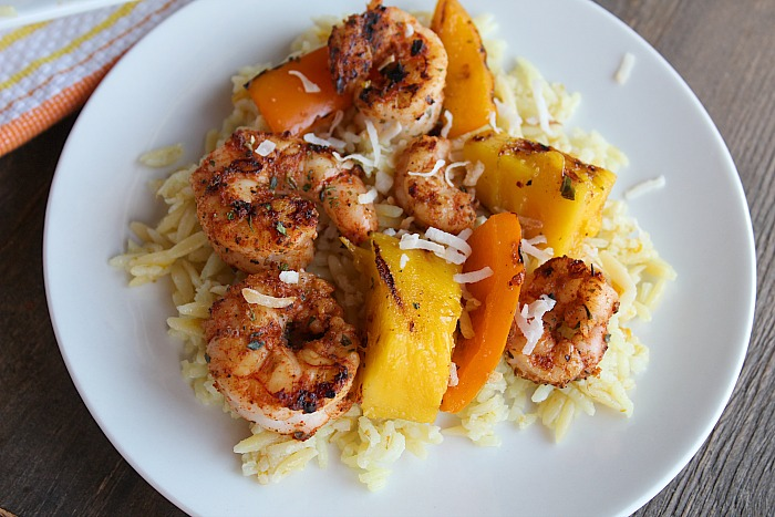 Blackened Shrimp with Mango & Peppers....and Coconut Mango Pilaf! YUM! Perfect for grilling season--or all year round! via @DashOfEvans #MeetYourMango