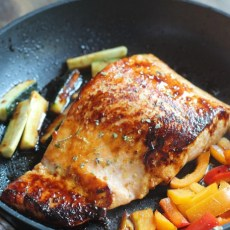 10 Minute Asian Glazed Salmon & Veggies [Plus a Circulon Giveaway!]