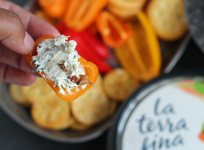 Super easy Cheesy Spinach Dip with Bacon --perfect for game day! via @DashOfEvans