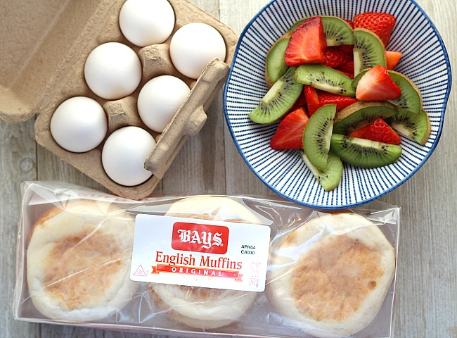 Who says you can't have pizza for breakfast? These Bays English Muffin breakfast pizzas are perfect for the whole family. Topped with salsa, scrambled eggs, peppers and bacon, sausage or ham. YUM! For brunch, make a fun breakfast pizza station for everyone to make their own. via @DashOfEvans #BaysEnglishMuffins