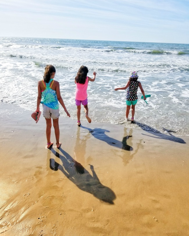 Why we road trip: our first vacation as a family of 6! Check out all of the fun in the Kia Sedona! via @DashOfEvans #MyrtleBeach #KiaFamily