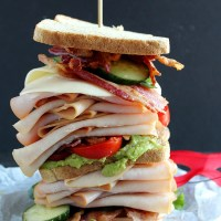 Need a sandwich big enough to feed a superhero? This Spicy California Turkey Club is perfect for that! Smithfield Prime Fresh sliced turkey, crispy bacon and a hint of spice from Sriracha mayo, you cannot miss this sandwich. YUM! via @DashOfEvans