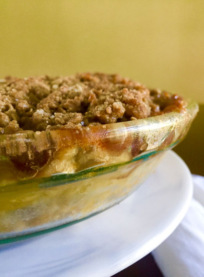 autumn apple cranberry pie with streusel topping.
