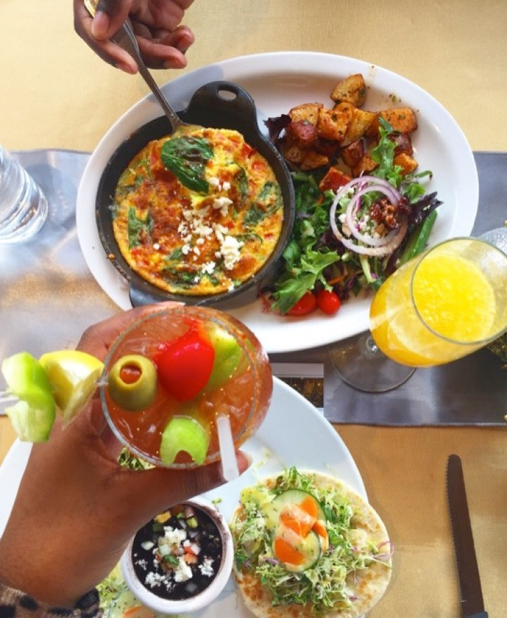 The best food and drinks to order for brunch when you visit Hungry's Upstairs in Houston, Texas' Rice Village neighborhood by local foodie Dash of Jazz