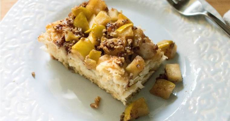 Apple Praline Biscuit Bake
