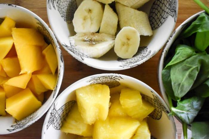 Filling, tropical green breakfast smoothies are made with fresh mango, pineapple, banana, spinach, oats, and greek yogurt by Dash of Jazz. Just two minutes and no added sugars!