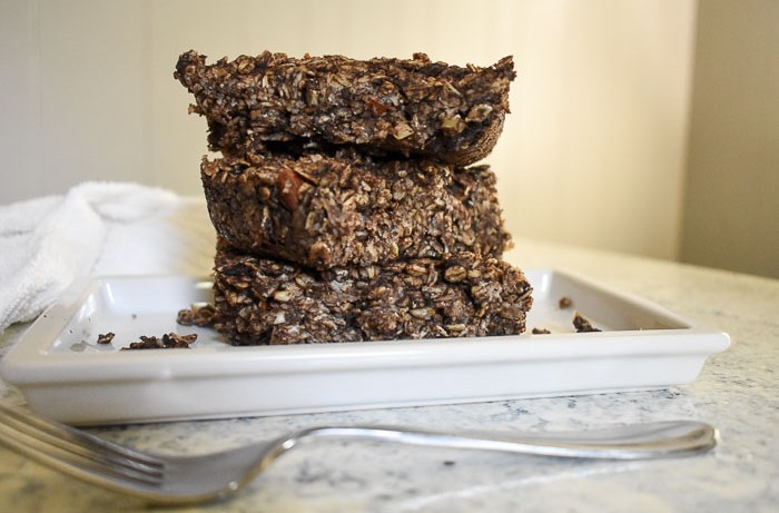 Dark Chocolate Chai Baked Oatmeal tastes like dessert but is a filling and lightly sweet breakfast you can prep in about thirty minutes for to enjoy breakfast all week long! by Dash of Jazz
