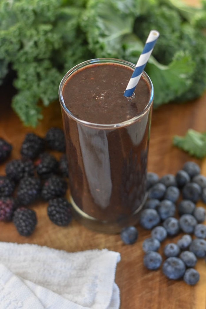 blacker the berry smoothie with kale, blackberries, blueberries