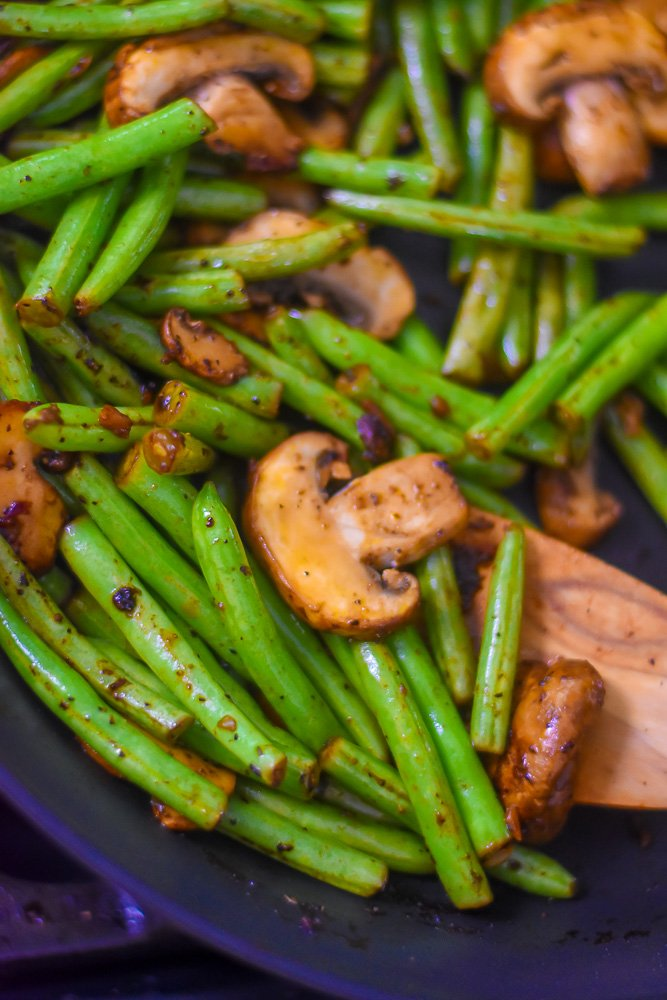 cooked garlic green beans and mushrooms