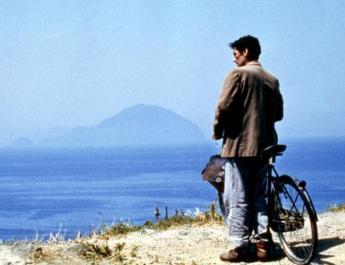 """Venticinque anni fa usciva """"Il Postino"""", intervista all'aiuto regista Gaia Corrini"""