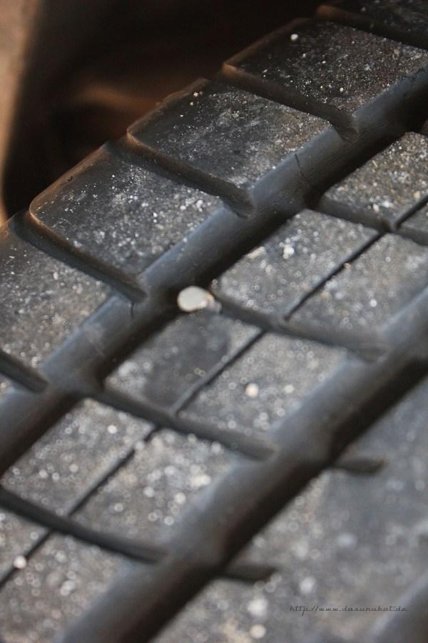 Rover Mini xn - Gammelschraube im Reifen