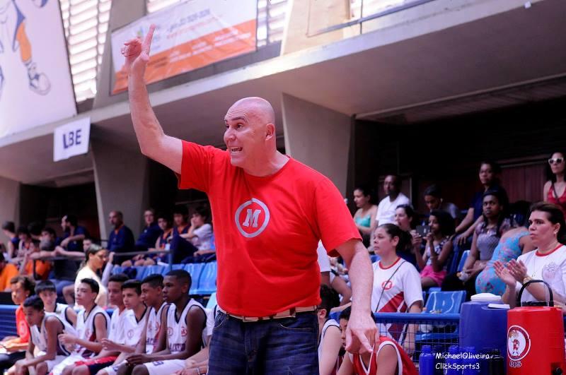 O técnico Adriano Gerandes tem muita experiência e um currículo vasto de atletas lançados / Foto: Divulgação