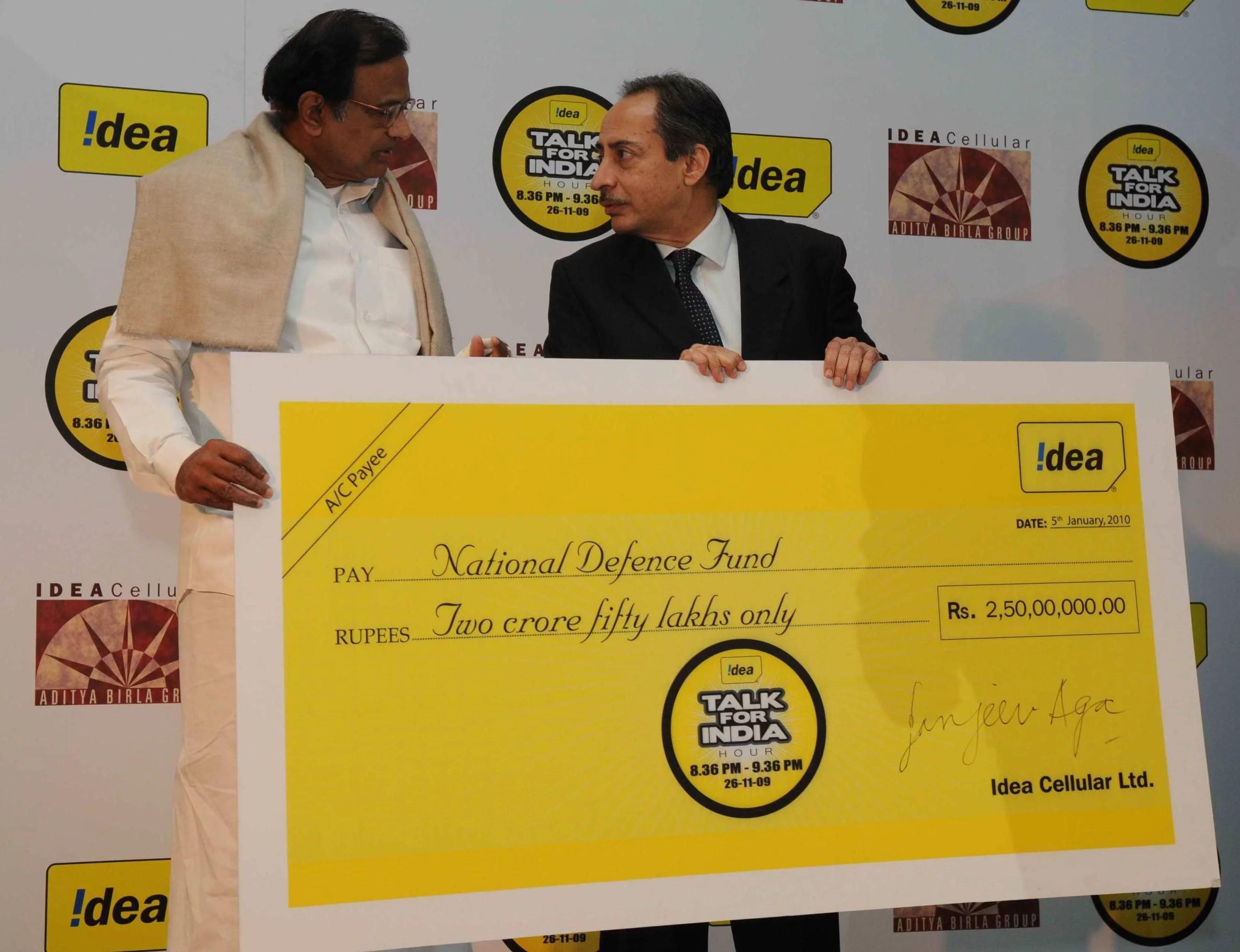 Home Minister Mr. Chidambaram and Mr. Sanjeev Aga, MD, Idea Cellular in New Delhi at an IDEA event