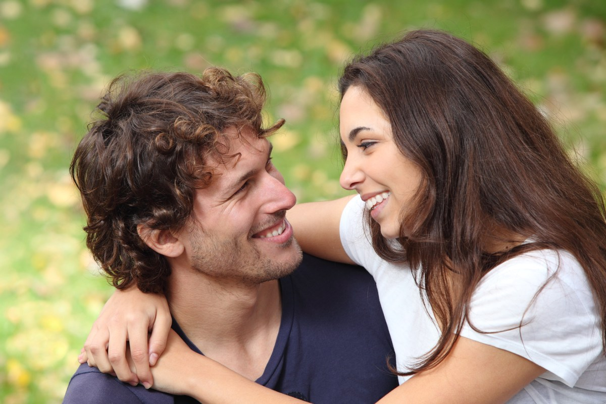 what is flirting Want to know the various flirting signs that guys and girls give away while talking to someone they like see these 15 signs of flirting to know more.