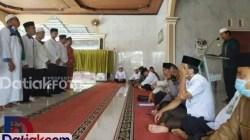 Pengukuhan pengurus Jamiyyatul Qurra Wal Huffazh Padangpariaman periode 2020-2025 di Mushala Kantor Kemenag Padangpariaman oleh Ketua PC NU Padangpariaman, Zainal Tk Mudo. (Foto: Humas)