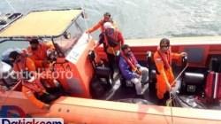 Tim gabungan saat mencari nelayan yang terseret arus laut, setelah mendapat laporan adanya perahu nelayan Mentawai diterjang ombak di perairan Sagulubek, Kecamatan Siberut Barat Daya. (Foto: Istimewa)