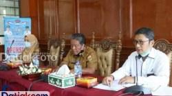 Asisten II Setdako Pariaman, Sekdis Kesehatan Kota Pariaman mengikuti audiensi dengan Kepala BBPOM Padang Firdaus Umar, terkait pencegaan penggunaan bahan pangan berbahaya di Pariaman. (Foto: Humas)