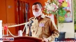 Wali Kota Pariaman, Genius Umar saat memberikan sambutan jelang peresmian Pasar Rakyat Pariaman, Selasa (6/4).