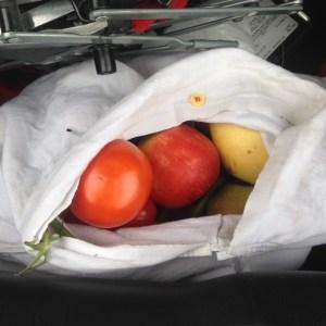 fruit en groenten in katoenen tasje