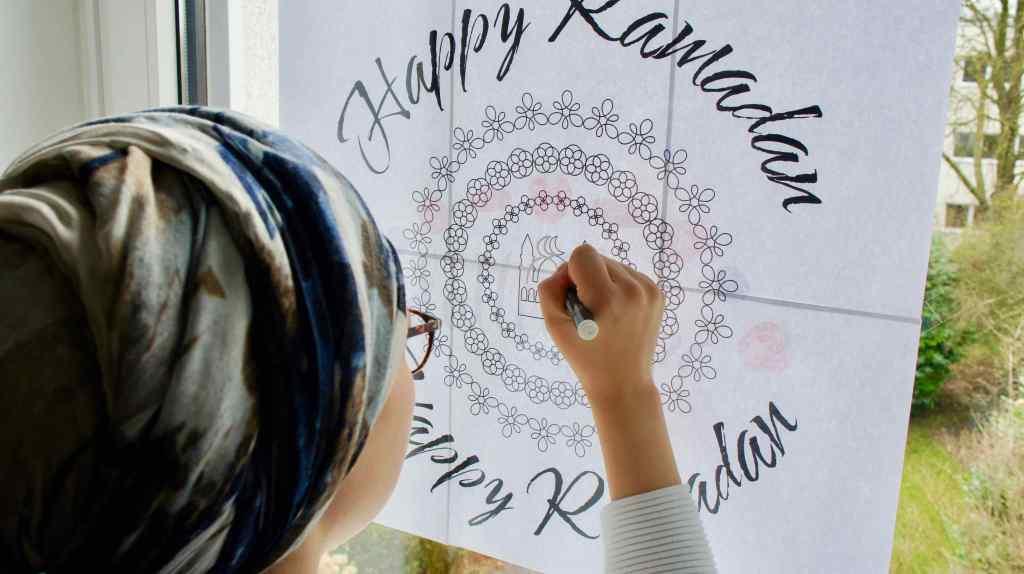 Kreidemarker Mandala ans Fenster zeichnen