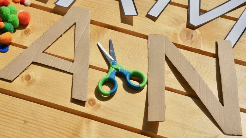 Buchstaben ausschneiden