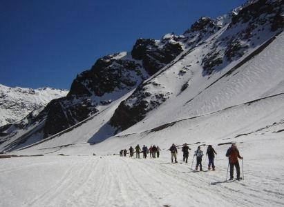 Salida de trekking con raquetas de nieve junto al Club Ayüwn de personas con discapacidad visual.