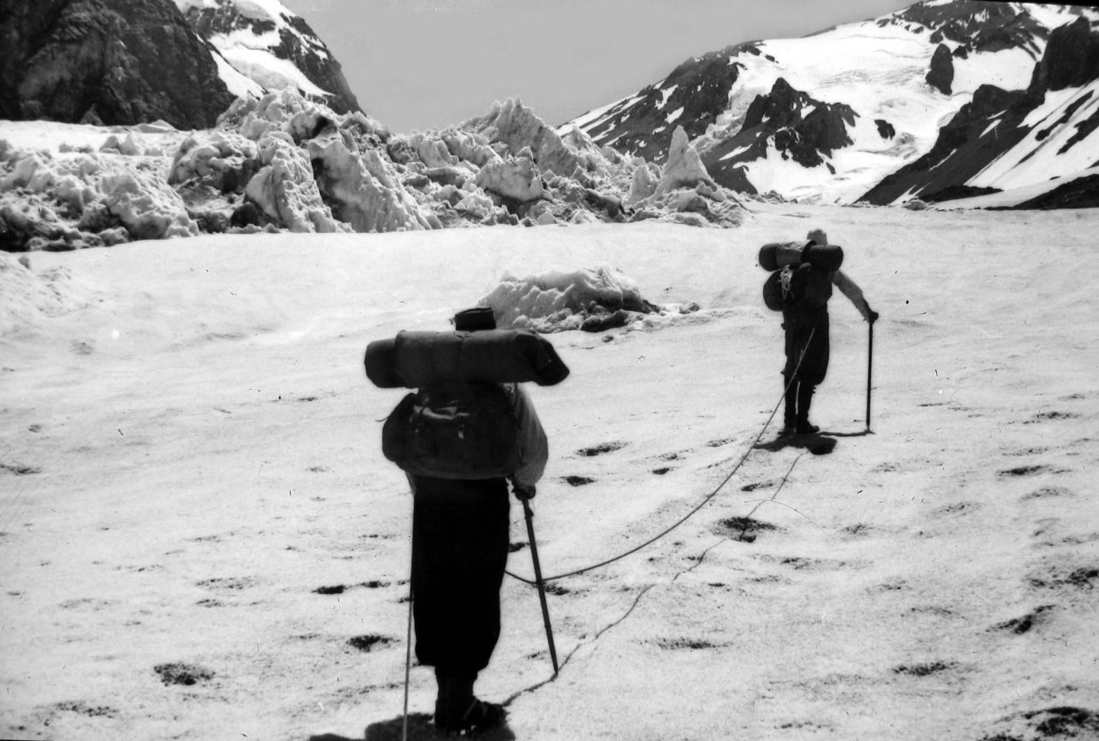 Primer Ascenso del Loma Larga (5450 m) – Traducción del artículo publicado en 1943