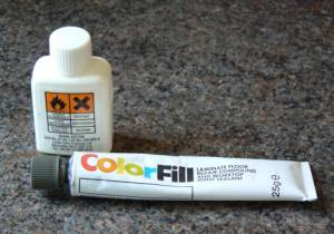 Coloured joint sealant and solvent
