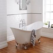 Traditional freestanding bath
