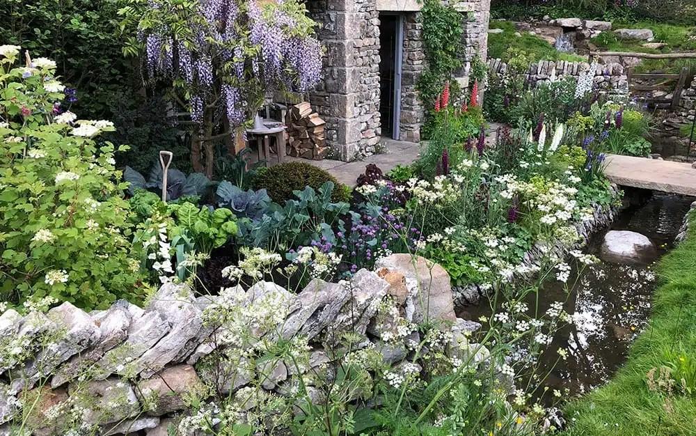 Cottage Garden Ideas, Hints & Tips - David Domoney on Cottage Patio Ideas id=93406