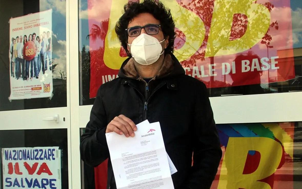 Taranto, reintegrato l'operaio licenziato per un post sulla fiction di Sabrina Ferilli