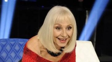 Raffaella Carrà, funerali in diretta su Rai 1 e Rete 4. Continuano gli omaggi: A Raccontare Comincia Tu ogni giovedì in prima serata su Rai 3