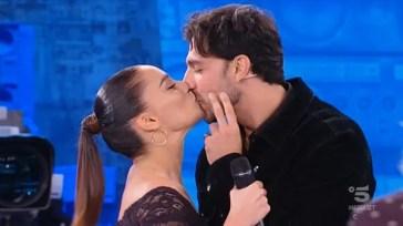 Amici di Maria De Filippi, sesta puntata minuto per minuto – Todaro bacia la sua Francesca. Cuccarini elimina Flaza