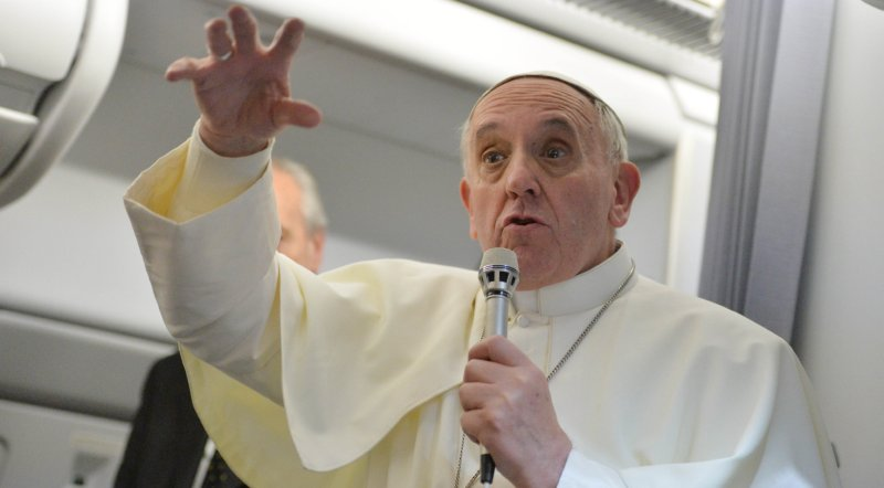 Italian and French Commentary on Francis, the Pope of Non-Judgment
