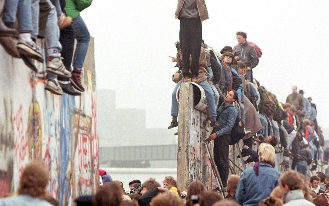 Αποτέλεσμα εικόνας για the fall of the wall in berlin