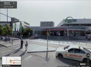 L'entrata del centro commerciale dove l'autore del video si è rifugiato