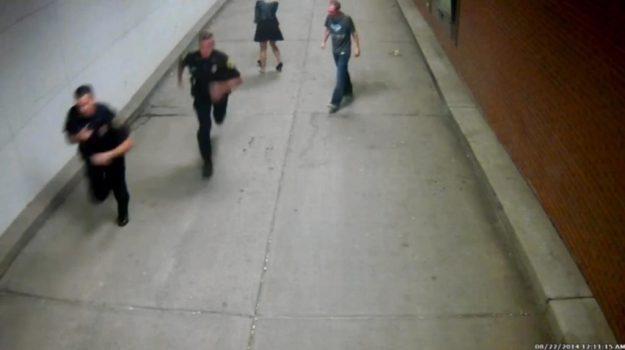 Due agenti inseguono i vigliacchi