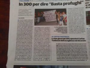 Un articolo di giornale riporta che erano 300 i manifestanti