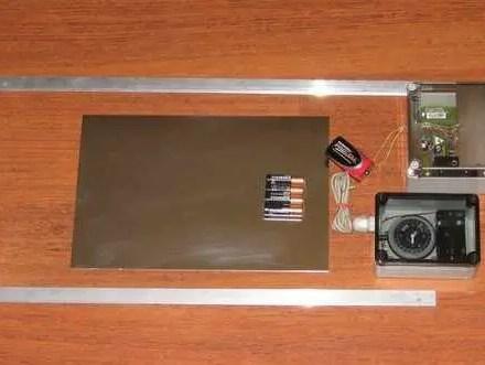 AUTOMATIC POULTRY COOP DOOR OPENER-0