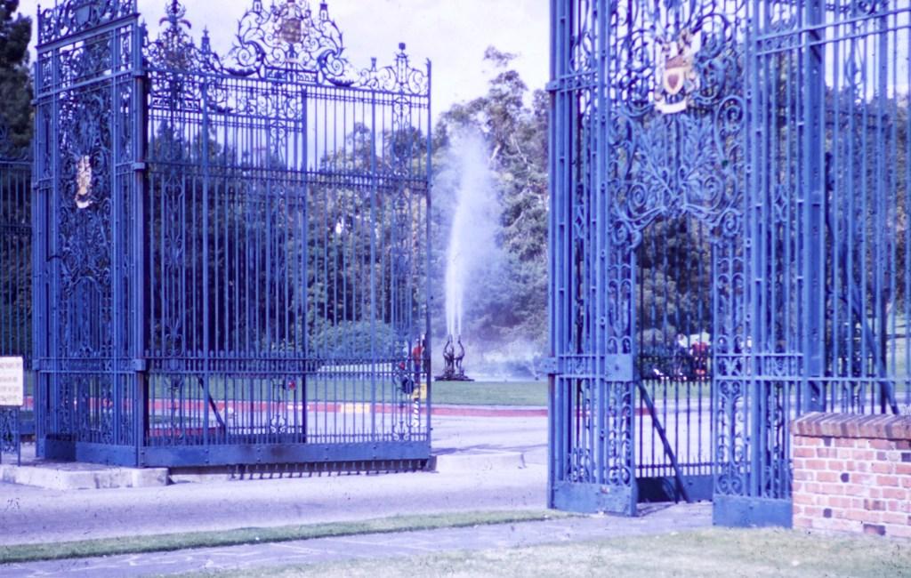 Forest Lawn – Gates