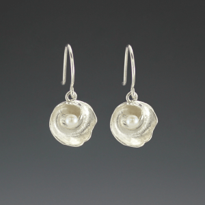 DaVine Jewelry, Silver Shell and Pearl Dangle Earrings
