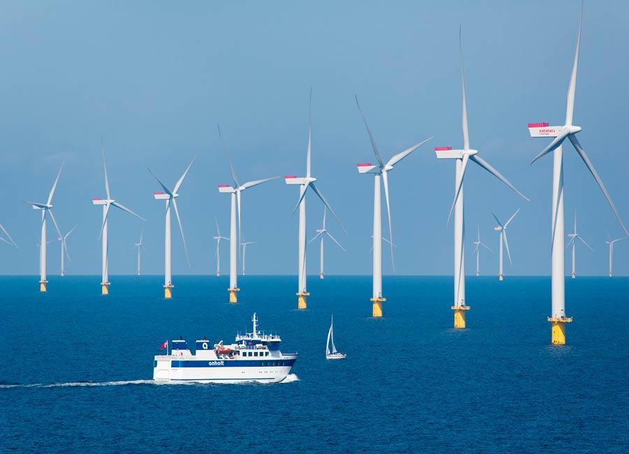 Aerogeneradores o molinos de viento marinos para generar electricidad