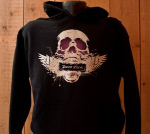 Dawn Farm skull with wings pullover hooded sweatshirt