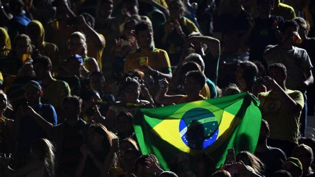 Olimpíadas sempre ficam menos populares quando a conta chega, diz escritor americano