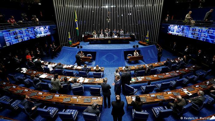 Comissão do Senado aprova PEC do teto de gastos públicos